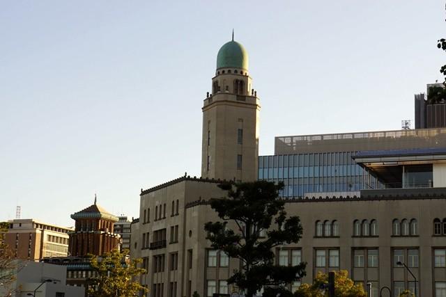 1.夕陽に輝くキングの塔 (神奈川県庁)とクイーンの塔 (横浜税関)