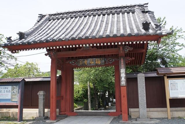 朱塗りの赤門