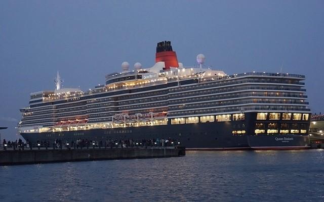 日が暮れ始め、船内も点灯