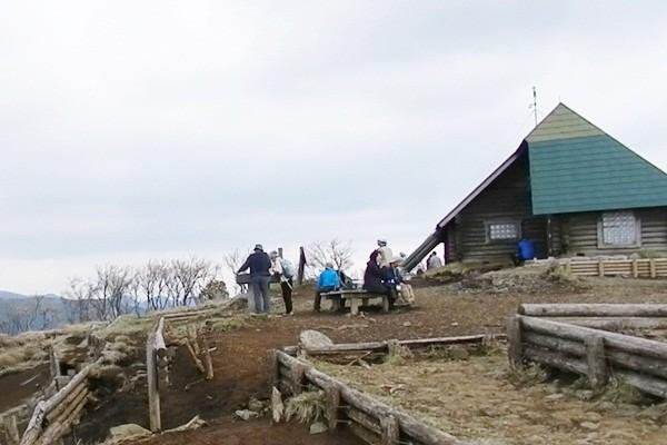 10 三の塔避難小屋