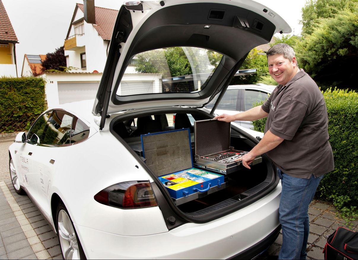 Unkonventionell: Der Werkzeugeinbau im Model S