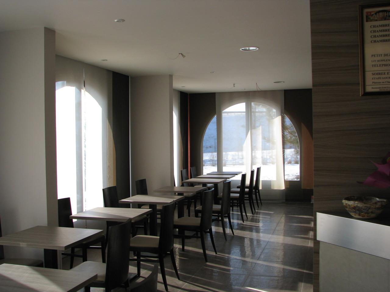 Salle petit déjeuner à Rumilly, parois japonnaises 2 couleurs