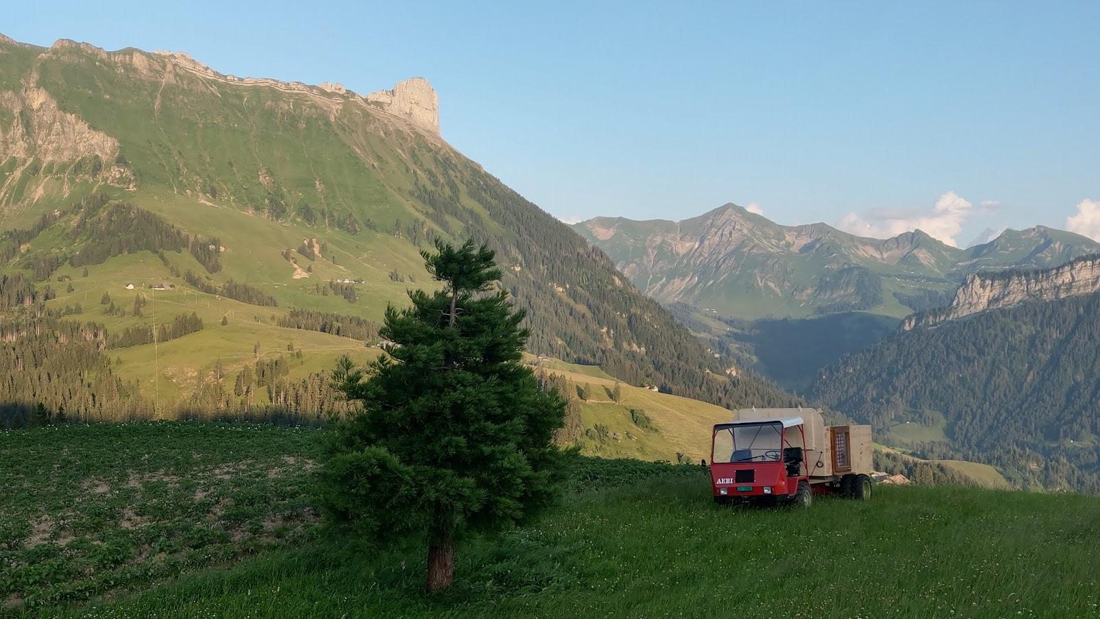 ...die letzten Sonnenstrahlen beleuchten die Berge.