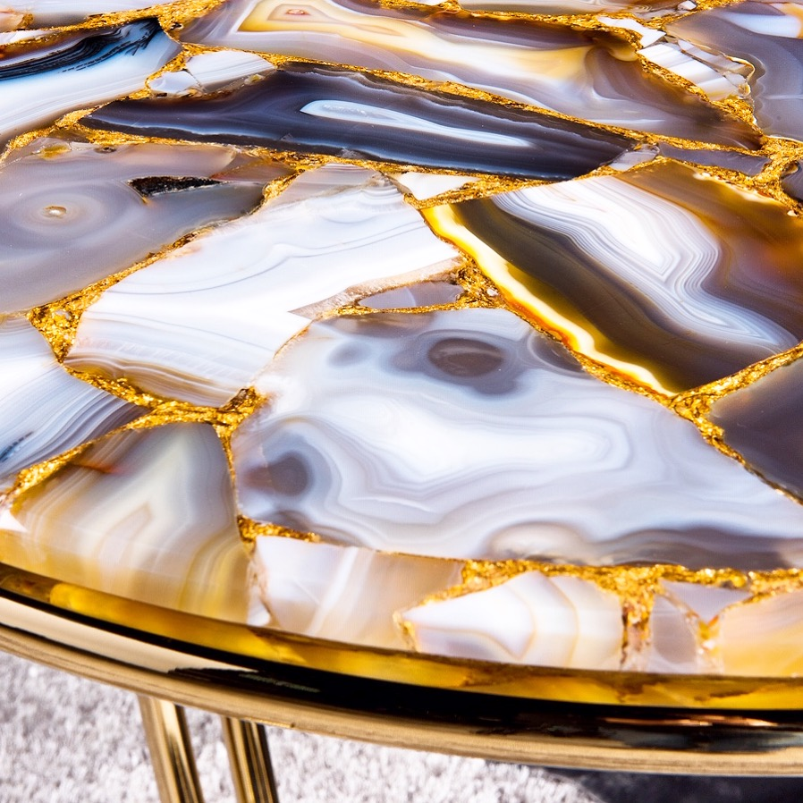 Agate with gold precious stone table