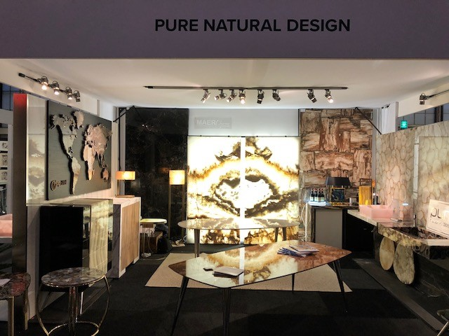 Pure Natural Design stand