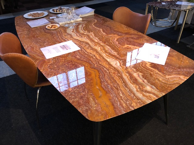 Table of Onyx Fantastico