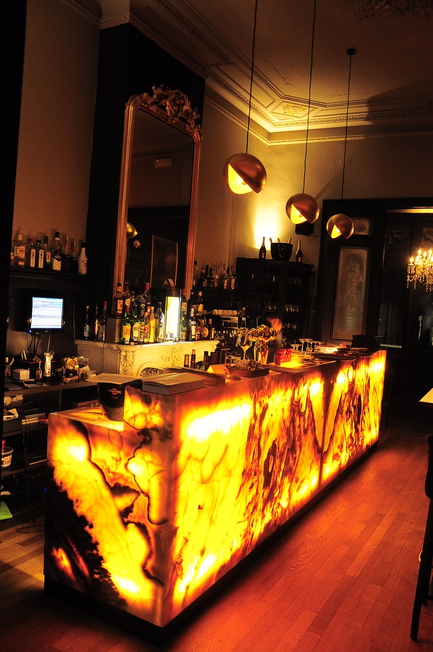 Onyx Nuvolato bar