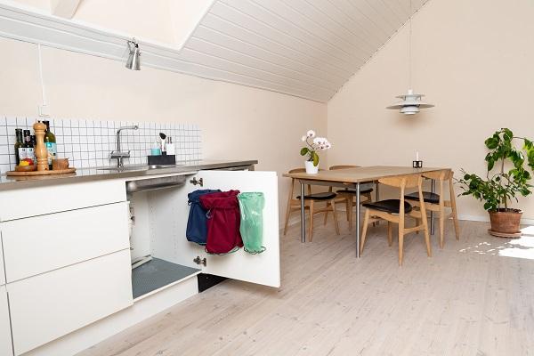 Design affaldssorteringssystem. Perfekt til affaldssortering i køkken. Til køkken eller kontor- valget er dit: affaldssorteringssystem Flower!