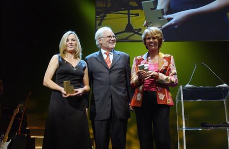 Foto: Preisverleihung der GWA Effie Awards mit Laudator Markus Schächter an Dr. Maar und Bettina Miserre, Felix Burda Stiftung