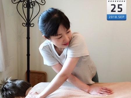 東京リラックセーションアカデミースクールブログ。ボディセラピストコース卒業生稲生さんの施術写真