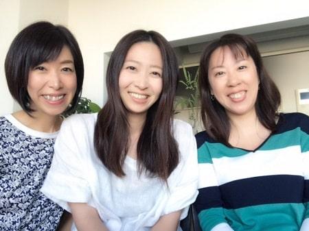 リンパケアリストコース在校生長谷川さんとボディセラピストコース卒業生田舘さんと3人の記念写真