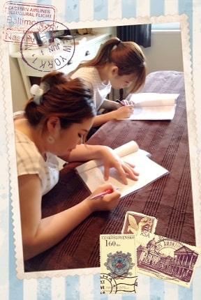 東京リラックセーションアカデミースクールブログ。全身リンパオイルトリートメントコース在校生とリンパケアリストコース在校生の写真