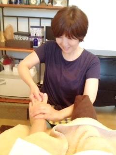 東京リラックセーションアカデミースクールブログ。リフレクソロジストコース在校生相本さんの写真