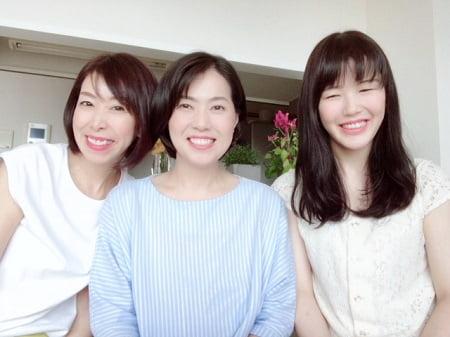 東京リラックセーションアカデミースクールブログ。卒業生桑名さんと在校生永友さんとの記念写真