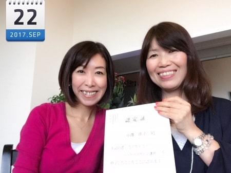 東京リラックセーションアカデミースクールブログ。ヘッドマッサージ講習受講生の小澤さんとの2人の記念写真