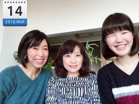 東京リラックセーションアカデミースクールブログ。リンパセラピストコース卒業生小林さんとボディセラピストコース在校生桑名さんと3人の記念写真