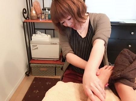 【リフレの施術写真】フットセラピストコース 若井さん