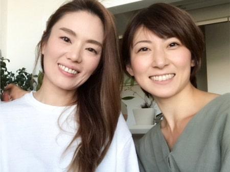 ボディセラピストコース卒業生渡邉さんとボディケアリストコース在校生伊藤さんの2人の記念写真