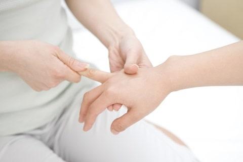 手の平・手首から肘までのオイルトリートメントが学べる1日講座、ハンドマッサージ講習