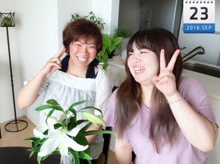 東京リラックセーションアカデミースクールブログ。リンパセラピストコース庄司さんとリンパセラピストコース在校生篠崎さんの記念写真