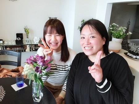 全身リンパオイルトリートメントコース在校生花谷さんとボディセラピストコース卒業生桑名さん
