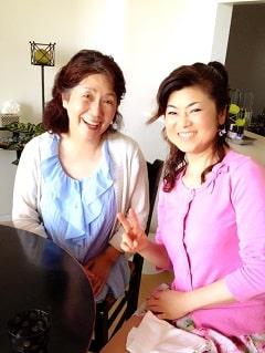 東京リラックセーションアカデミースクールブログ。リンパケアリストコース在校生とフットセラピストコース卒業生の写真