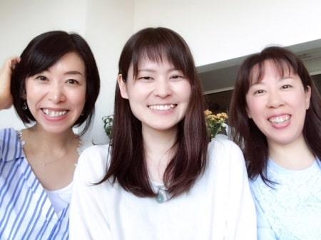東京リラックセーションアカデミースクールブログ。ボディケアリストコース原さんとボディセラピストコース卒業生田舘さんとの記念写真