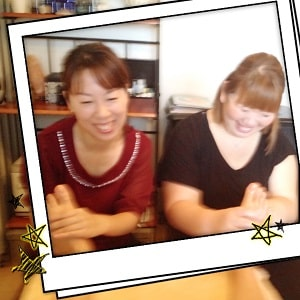 東京リラックセーションアカデミースクールブログ。ボディセラピストコース在校生田舘さんと大澤さんとの記念写真