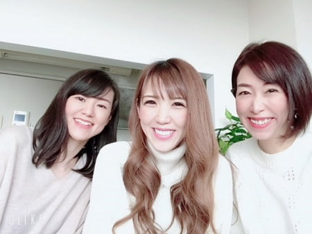 東京リラックセーションアカデミースクールブログ。リンパケアリストコース在校生鈴木さんと安島さんとの記念写真