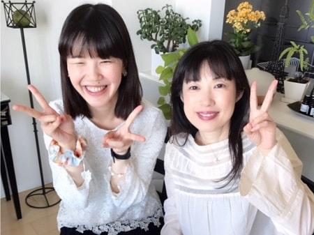 ボディセラピストコース卒業生桑名さんとボディセラピストコース在校生稲生さんの記念写真