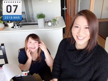東京リラックセーションアカデミースクールブログ。ボディケアリストコース在校生樋口さんとボディケアリストコース在校生市澤さんの2人の記念写真