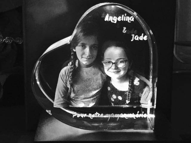 Gravure sur cœur en verre pour la fête des mères - les enfants