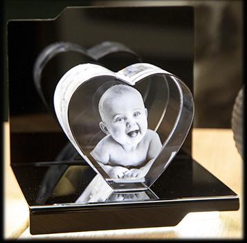 Gravure sur cœur en verre pour la fête des mères - le bébé