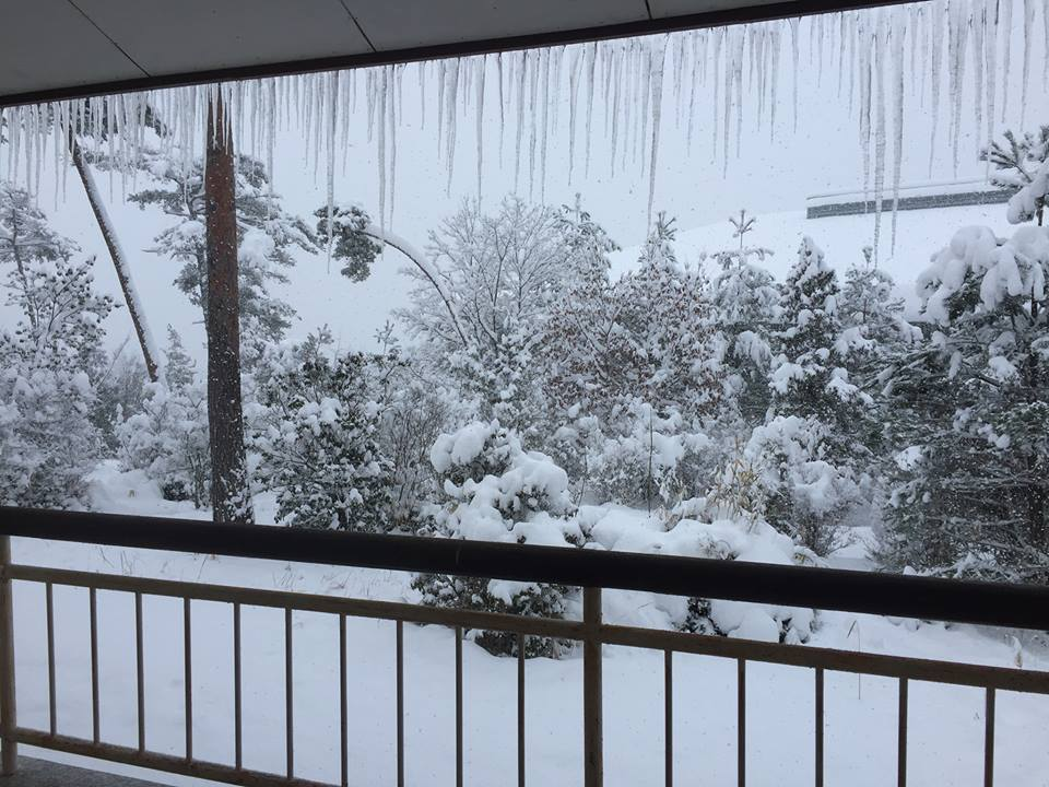 広島アンコン(2017.01.15)合宿所にて大雪です。つららが・・・。