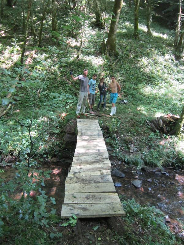 Le pont de bois désormais renforcé!