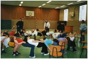 Sportlich-spielerische Übung beim Projekt MUT