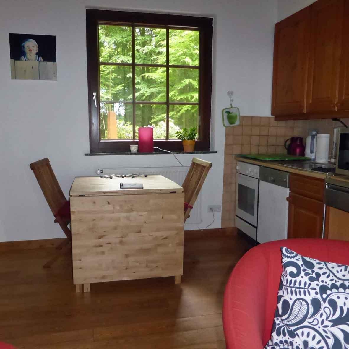 Ferienwohnung Im Waldwinkel, Küche und Essbereich