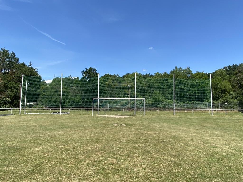 Neues Ballfangnetz auf dem B-Platz