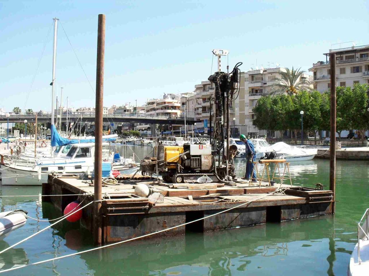 Sondeig damunt pontona. Port de Palma.
