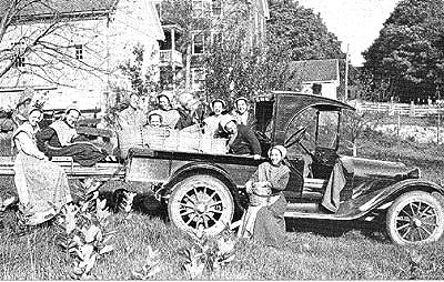 Shakerinnen mit erstem Automobil