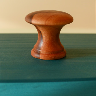 Knopf aus Apfelholz