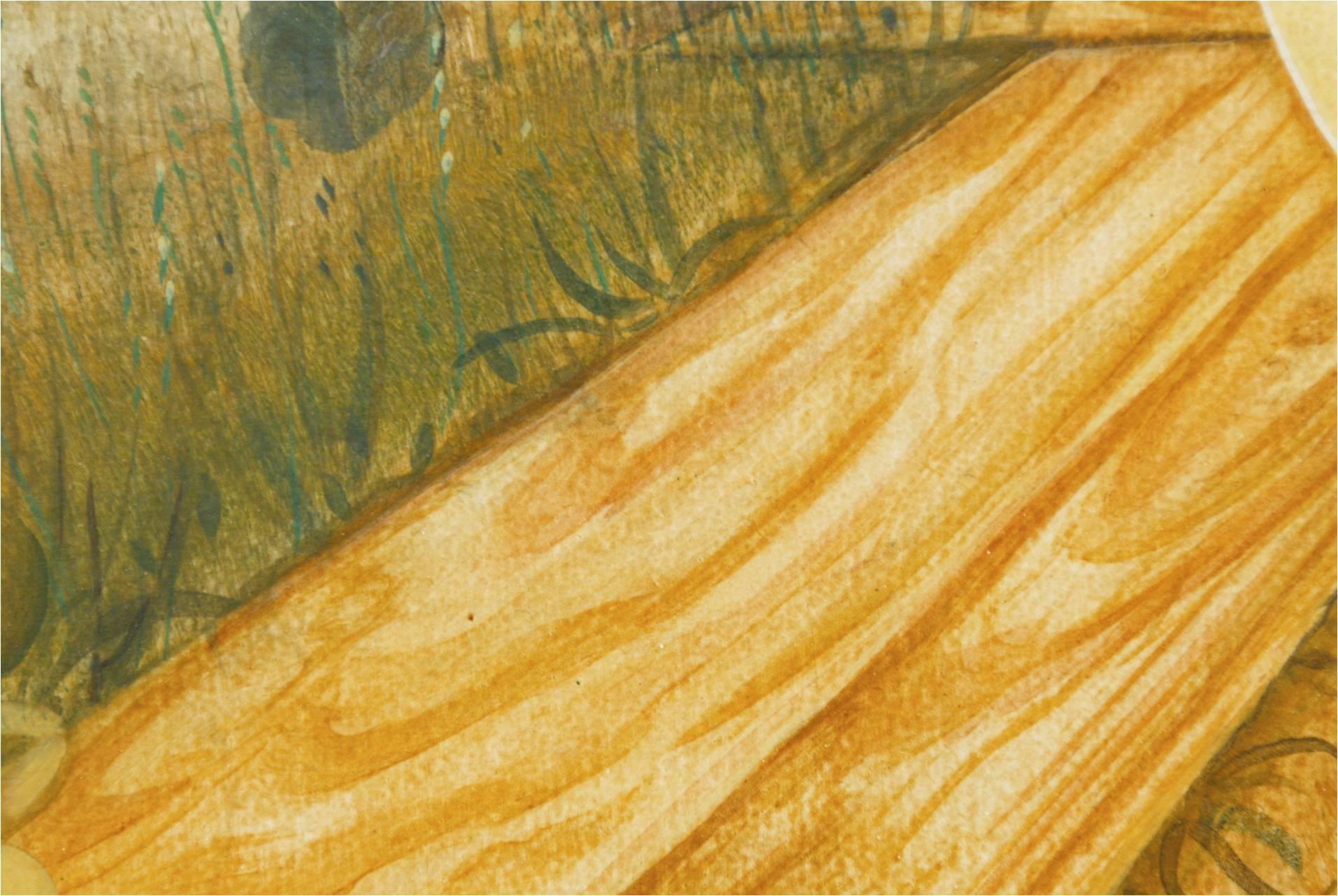 Auch der Holzrahmen, der das Grab umgibt, ist von Gräsern und Blumen umgeben. Fast sieht es so aus, als ob die Blumen aus dem Holz herauswachsen. Das tote Holz der Grabeinfassung scheint wieder lebendig zu werden.