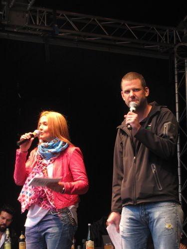 Die Moderatoren Tatjana Engelhardt und Jens Urban