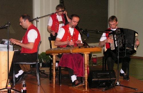 """Das """"Echo vom Schwendetal"""" spielt zum Tanz (bis und mit diesem Bild 1. Jodler-Unterhaltung)"""
