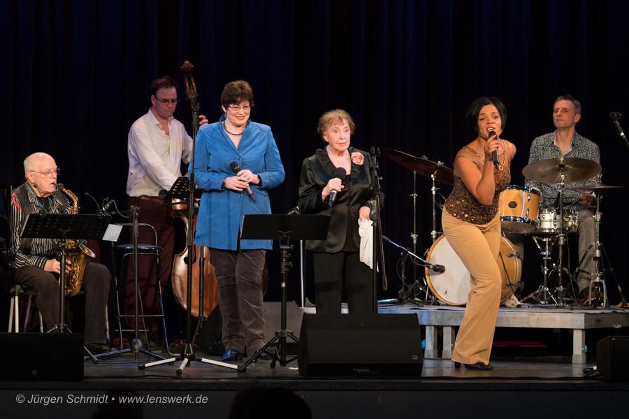 v.l.n.r. Ernst-Ludwig Petrowski,  Uschi Brüning, Ruth Hohmann,  und Jaqueline Boulanger & Band