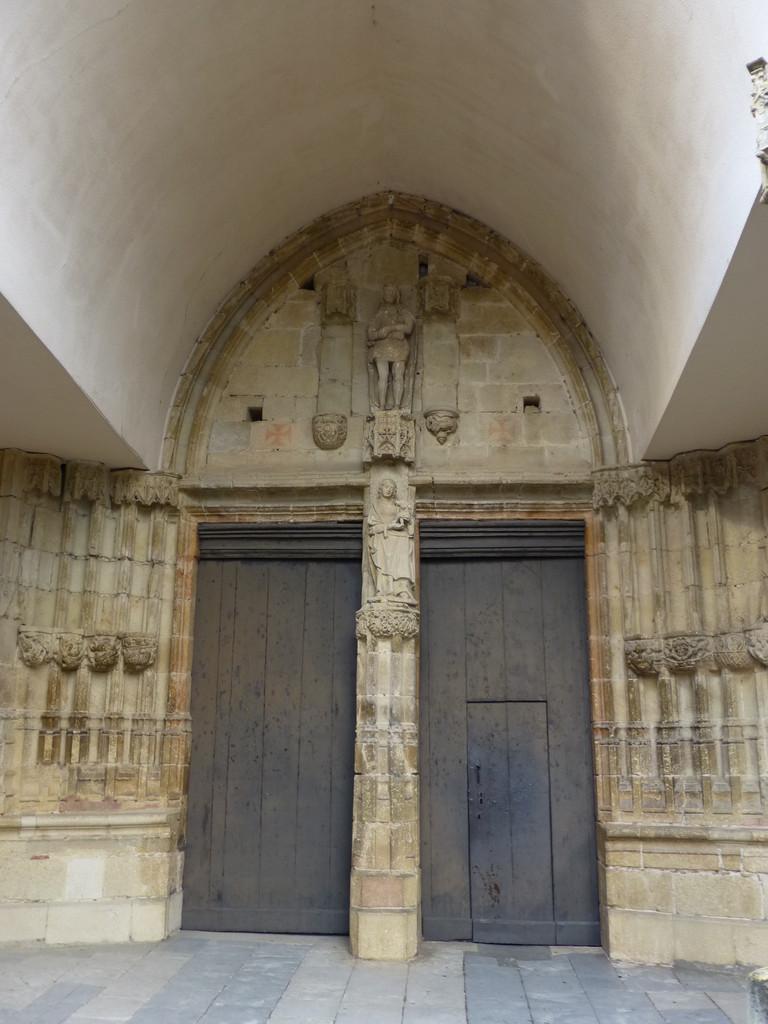 Aurignac - Entrée de l'Eglise St Pierre
