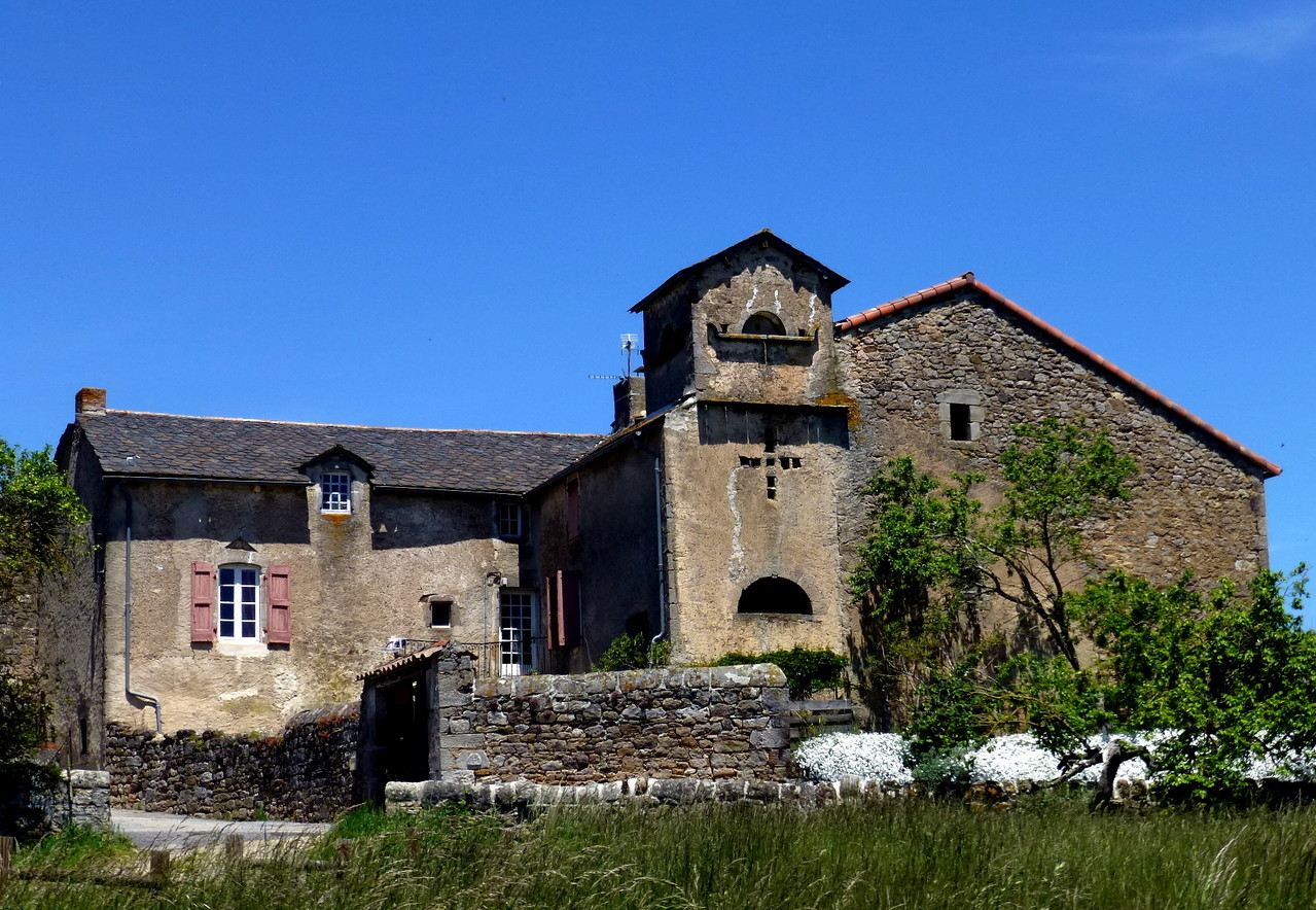 Pigeonnier - St Victor et Melvieu