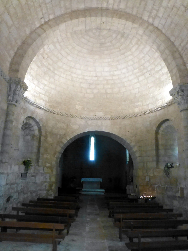 intérieur de l'église de Larresingle
