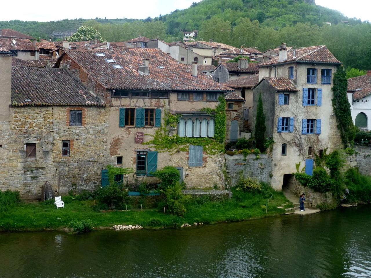 Bord de l'Aveyron à Saint Antonin Noble Val