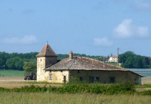 maison quercynnoise avec pigeonnier